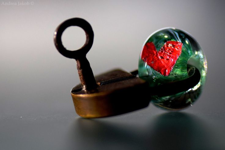 ...a unique Glas-Bead...made by Andrea Jakob, Switzerland...
