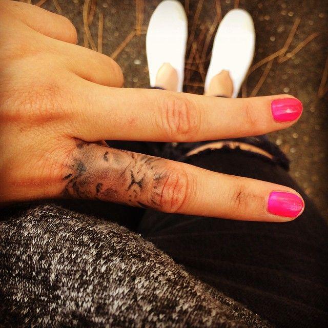tatou #tatouage #tatoueur #retouche #aiguille #encre #noir #main