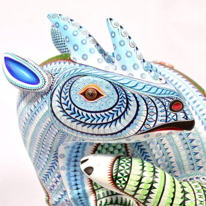 Si bien los alebrijes fueron ideados inicialmente como figuras de papel maché por Pedro Linares, los que aquí presento son tallas en made...