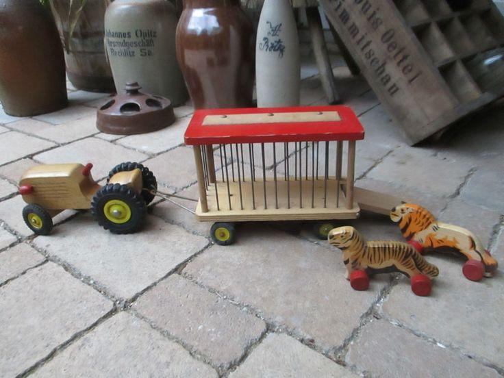 alter DDR VERO? Holz-Traktor mit Zirkus-Anhänger Viehanhänger
