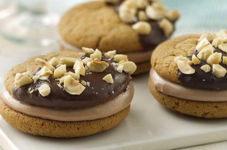 Resep Peanut Butter Chocolate Sandwich Cookies http://dapursaja.blogspot.com/2014/12/resep-peanut-butter-chocolate-sandwich.html