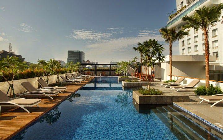 kolam renang hotel santika medan