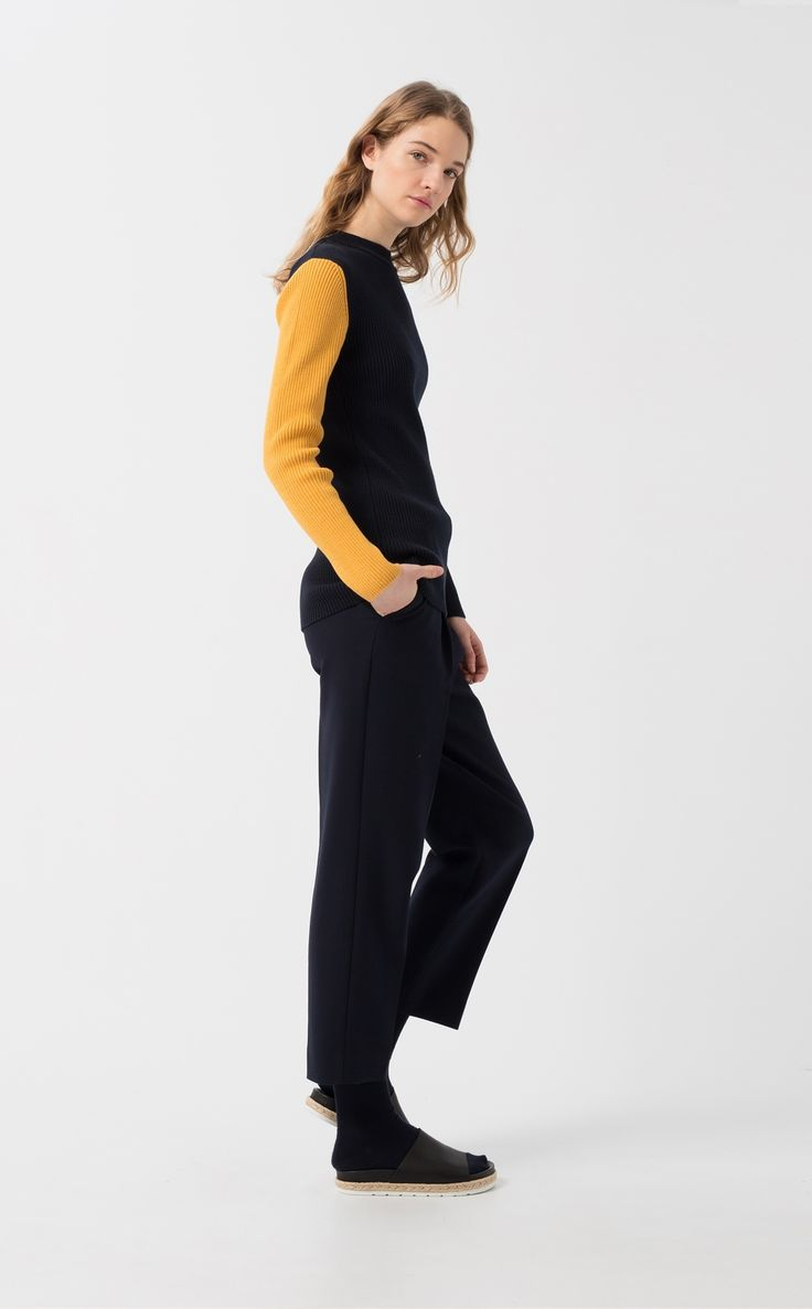 Besori navy sweater.Ribbed navy blue sweater. Long sleeve. Round neck. Yellow contrast detail on right sleeve. Slim fit.