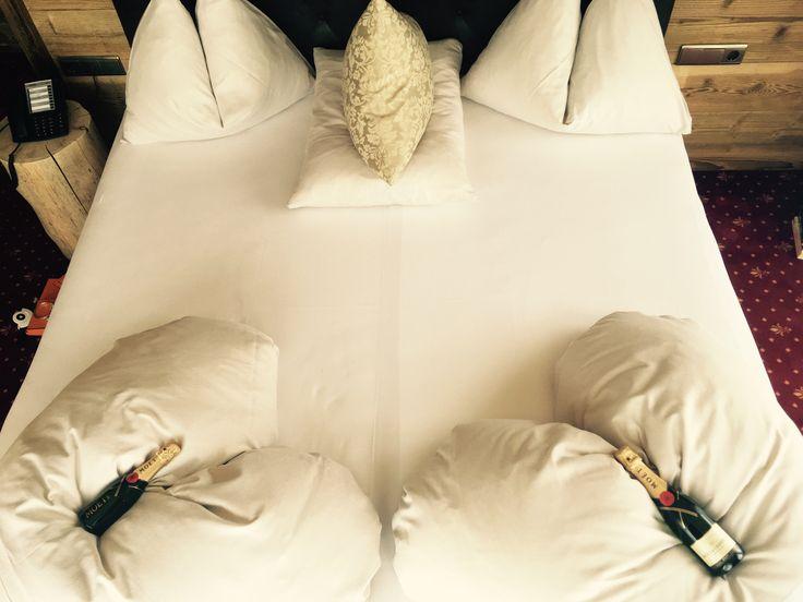 #lazyday ❤️🍾 wir freuen uns sehr, aktuell Gäste des #Hotel #kohlerhof in #Fügen zu sein und werden die Tage in unserer #liebevoll gestalteten #kaisersuite genießen ❤️🍾 #instatravel #instamood #instagood #weloveaustria #zillertal #austria #österreich #lifestyle #luxurylife #luxurylifestyle #qualitytime #romantik #champagnemoments #travel #picoftheday #thefinerthingsinlife #holiday #urlaub #wellness