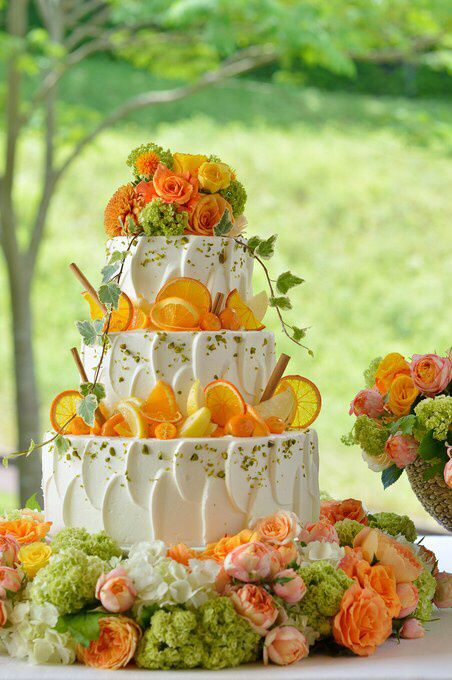 Could use lemons and strawberries as cake decor if using those flavors