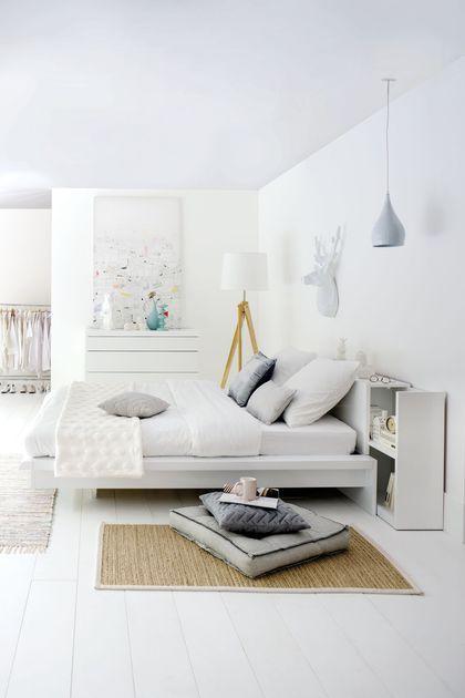 Une tête de lit Fly avec chevet coulissant