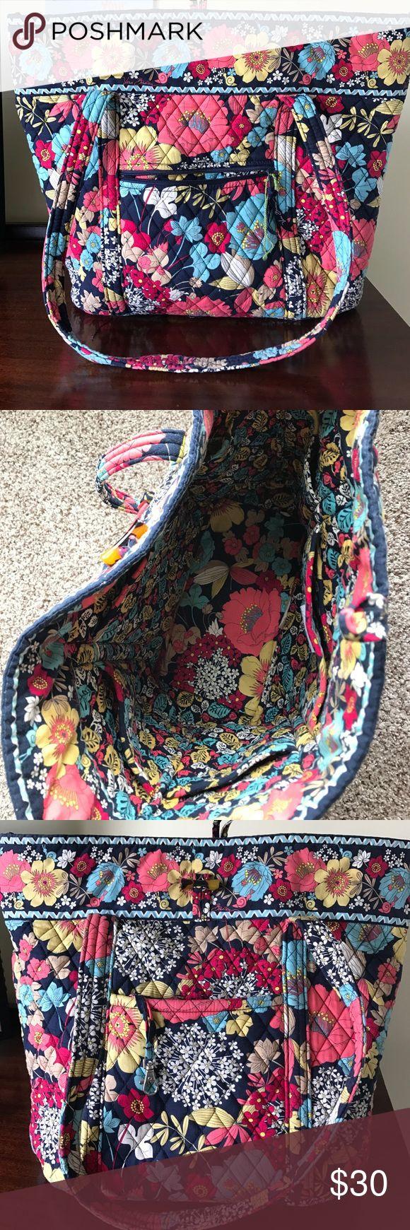 Vera Bradley Tote Bag Excellent condition!! Vera Bradley Bags Totes