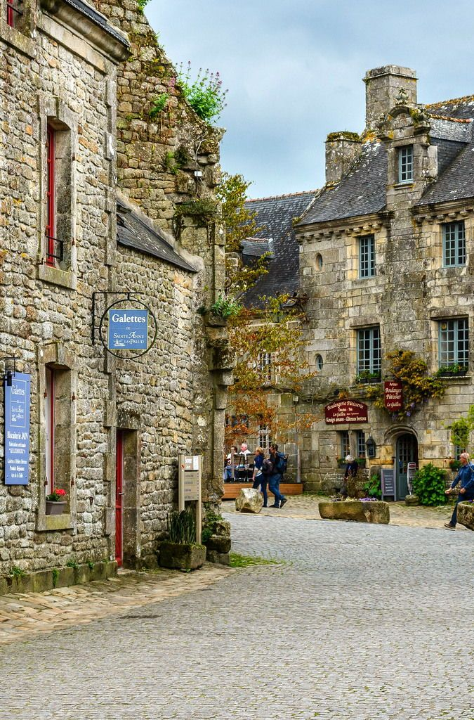 Have you heard of any of these amazing picturesque towns?! You may not have realized this side of France existed!