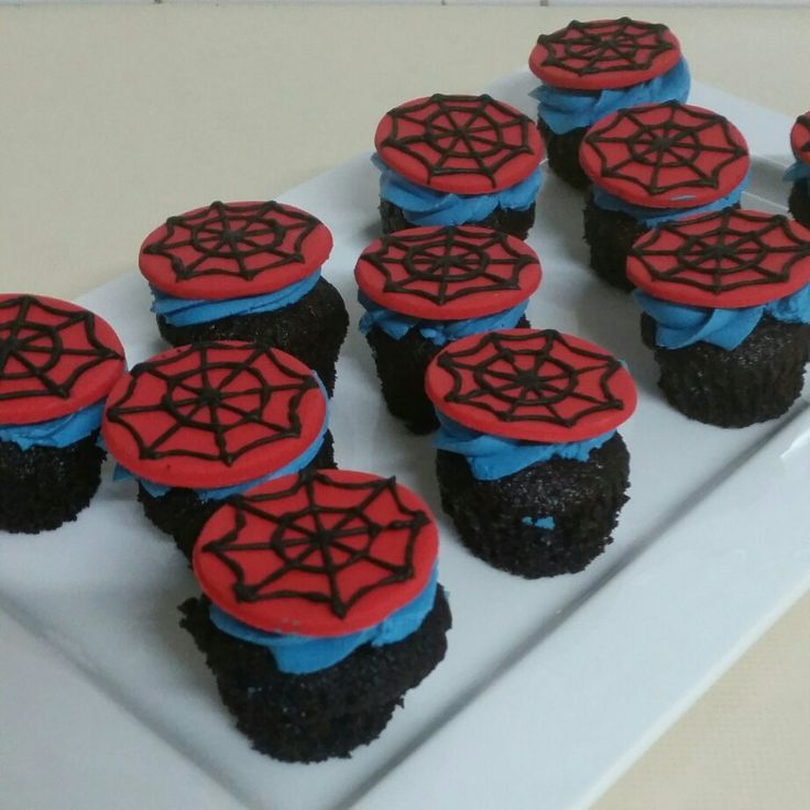 Mini Spiderman cupcakes