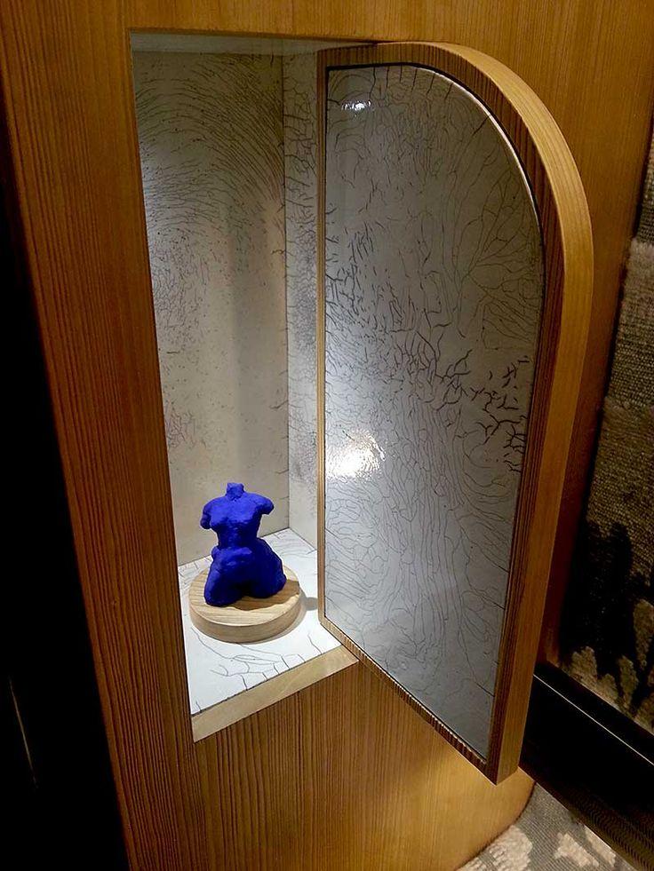 Le musée des Arts Décoratifs à Paris accueillent AD Intérieurs 2014 - Le dressing d'un dandy de Tristan Auer - Les Arts Décoratifs - Niche en Raku de Kaolin Créations