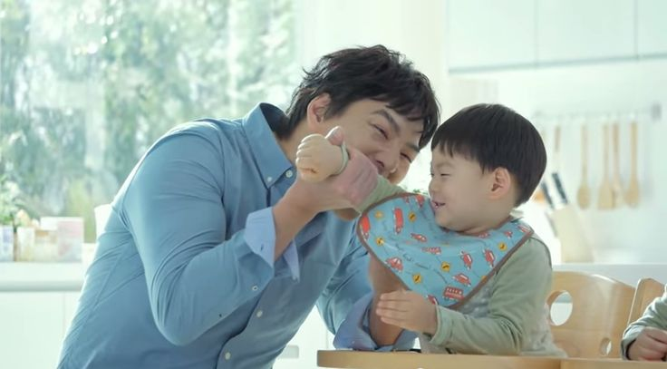 Seems like daddy is hungry! or Manse is just look so yummy