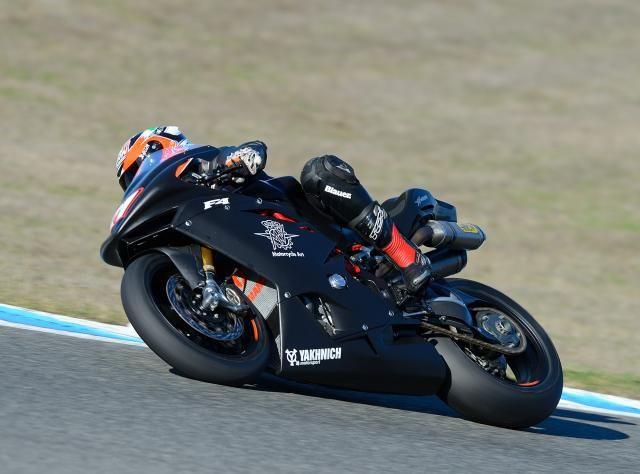 MV Agusta primi test positivi sulla moto SBK Moto SBK MV Agusta – È iniziato il rodaggio della nuova squadra e delle moto che scenderanno in pista durante la prossima stagione nel campionato delle derivate di serie. Sul circuito di Jerez de la Frontera si sono svolte due giornate di test positivi, segno che si è partiti con il piede giusto. Claudio Corti e il più soddisfatto - See more at: http://www.insella.it/news/sbk-2014-mv-agusta-primi-test-positivi#sthash.hxoRfMmS.dpuf