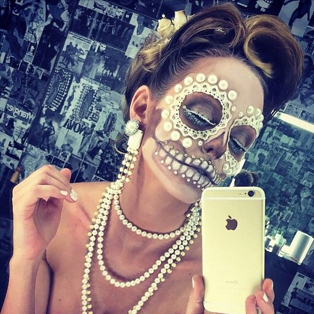 @vegas_nay We are gearing up for Halloween @luci_ford @luci_ford looks so fab in her pearl white #sugarskull