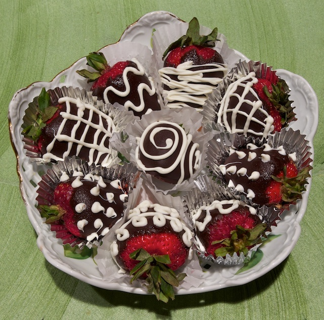 66 best images about chocolate covered strawberry ideas on ...