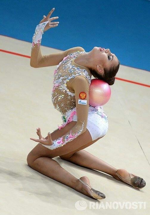 Margarita Mamun of Russia performs during the individual ball competition final at the 32nd Rhythmic Gymnastics World Championships in Kiev, Aug 28, 2013.