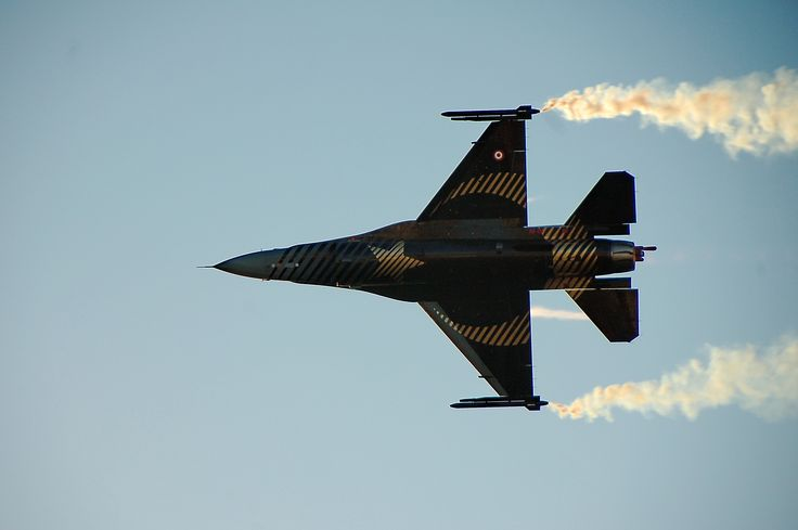 solo turk ; a turkish f16 during an air Show,flying solo