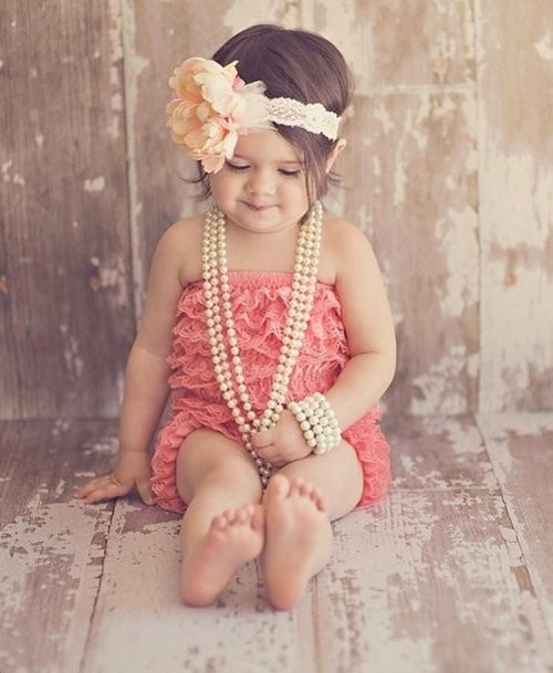 call it thinking ahead, but I'd like to keep this picture in mind when I'm planning on my daughter's first birthday. :) After all, girls do love to dress up.