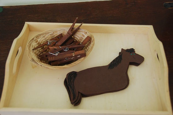 This horse cloths pin activity is adorable!