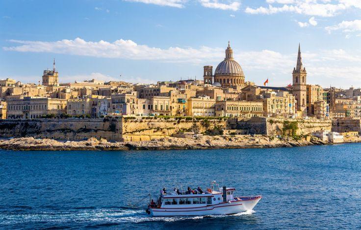 Malte - Ce petit État insulaire situé au Sud de la Sicile offre un climat de type méditerranéen confortable à longueur d'année. Toutefois, ce sont les intersaisons qui sont les plus agréables, plus particulièrement le printemps, avec des températures douces et un fort ensoleillement, ainsi qu'une eau tiède permettant les baignades d'avril à octobre.