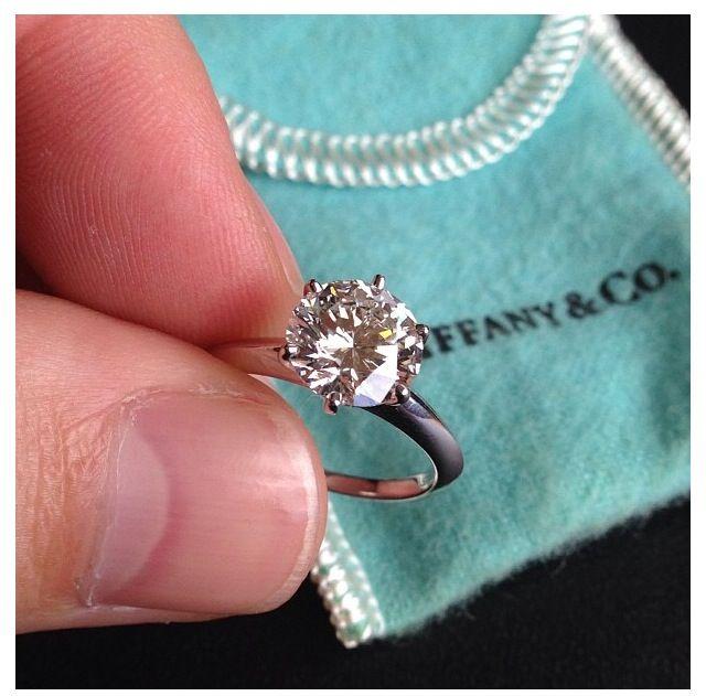 Stunning Tiffany round solitaire diamond ring