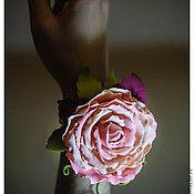 flower foam hands beauty