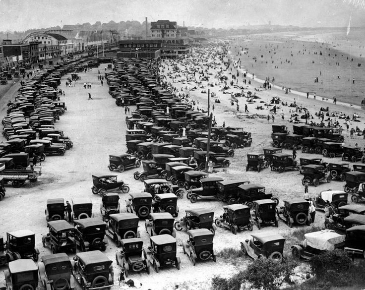 vintage everyday: Parked automobiles crowd Nantasket Beach in Hull, Massachusetts, ca. 1920s