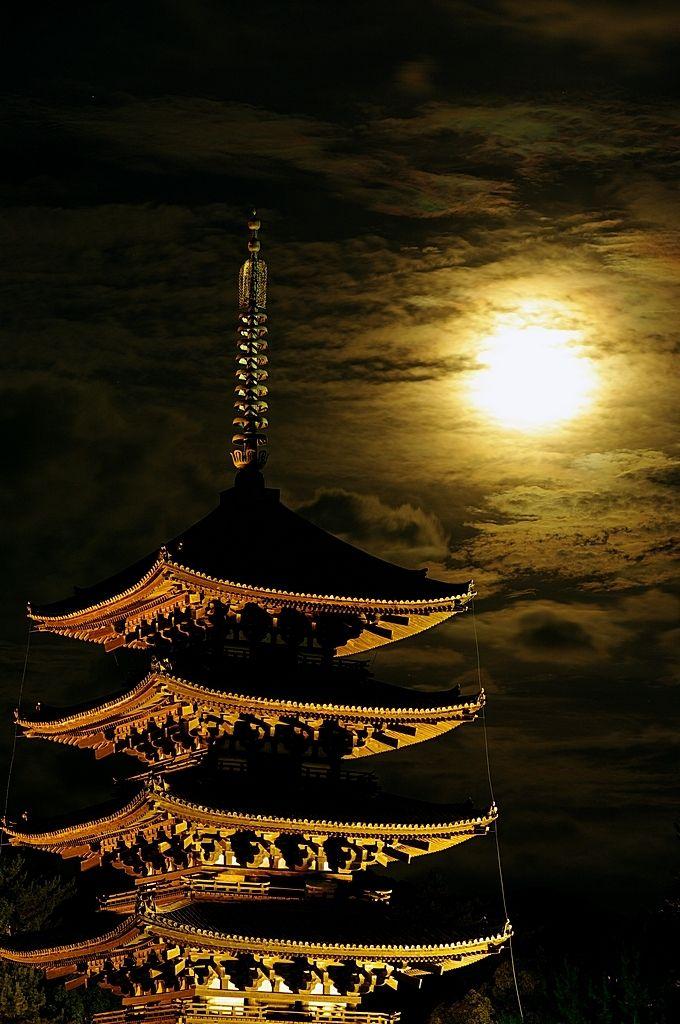 興福寺 奈良 Kohfuku-ji Temple, Nara, Japan by まほろばの旅人 on PHOTOHITO