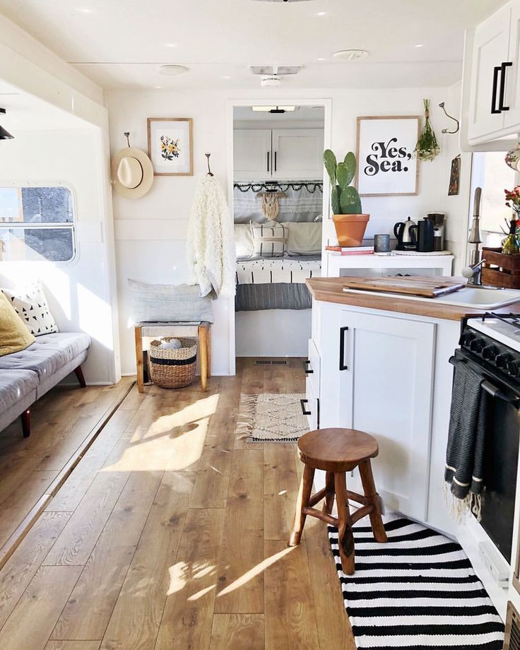 """1,912 gilla-markeringar, 23 kommentarer - domino (@dominomag) på Instagram: """"Could you live in 180 square feet... with your family of five? Blogger Ashley Petrone of…"""""""