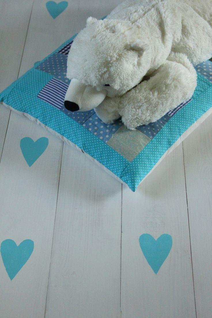 Kék szívecskés hajópadló gyerekszobába - home decor - wood floor - children's room - haind-painted