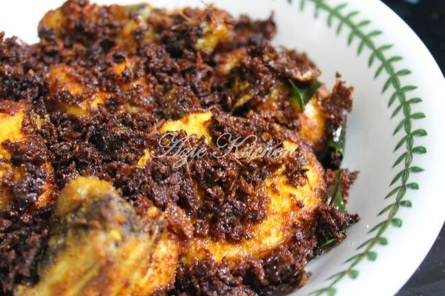 Azie Kitchen: Ayam Goreng Berempah Sedap