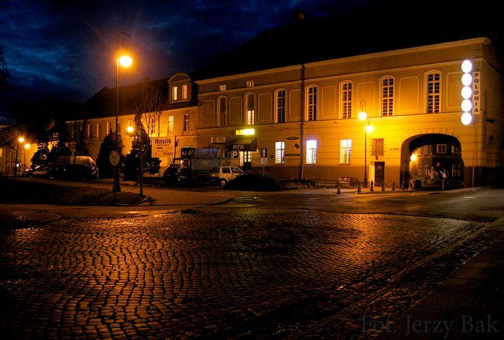 Hotel Polonia w Namysłowie Nocą http://salvadofotografia.blogspot.com/2013/09/namysow-moje-miasto.html
