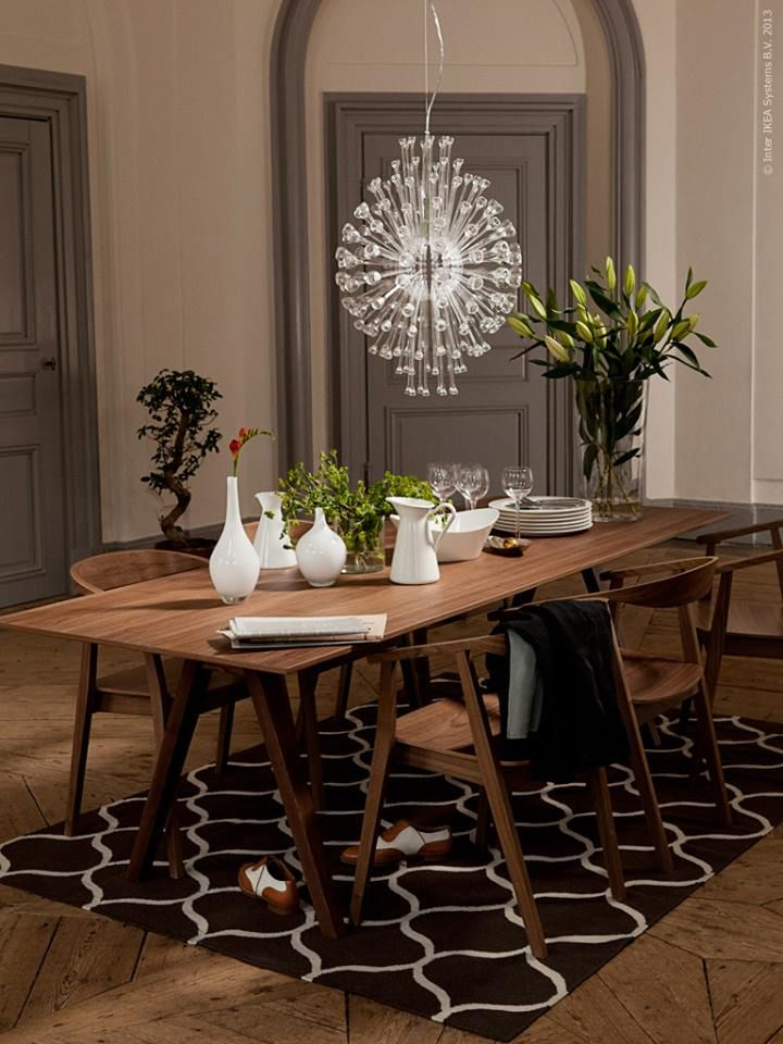 Walnut veneer stockholm table and chairs with chandelier for Dining room rug ideas