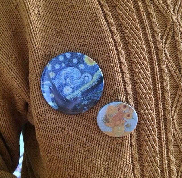 Van Gogh pins!!! And a Van Gogh sweater :3