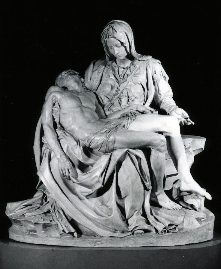 Michelangelo's Pietà - 1499 - St. Peter's rome