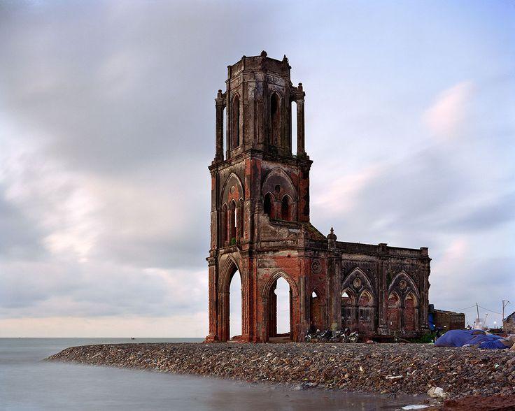 Church of the Sacred Heart -1934-, Vietnam, Thomas Jorion, old, abandonne