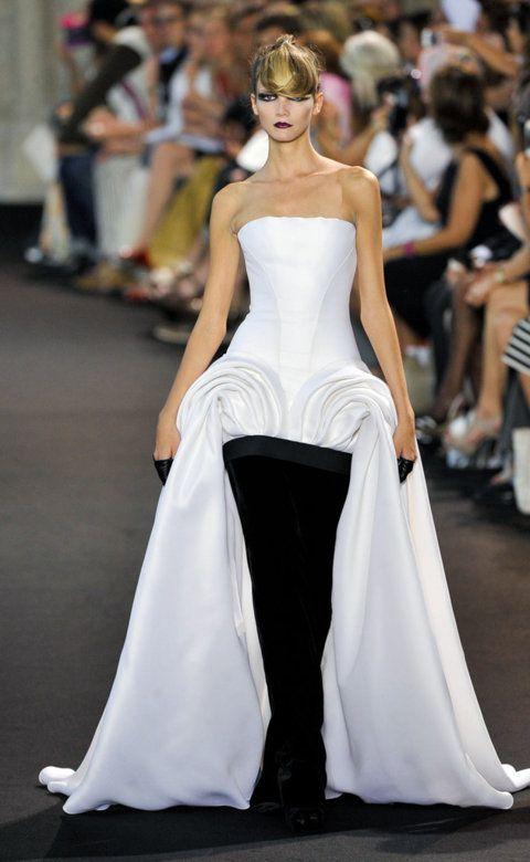 Desfile de Stephane Rolland. París. Fotos, crónicas, diseñadores y modelos de todos los desfiles de la pasarela de Alta Costura Otoño-Invierno 2011-2012. Alta Costura - Otoño-Invierno.