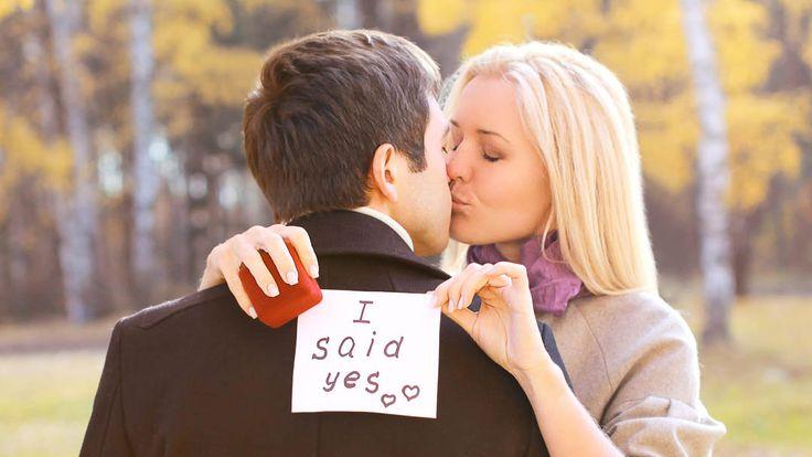Mit einem Verlobungsshooting setzen Sie Ihre Heiratsabsichten toll in Szene - weitere Tipps zur Verkündung der Verlobung bei uns im Magazin!