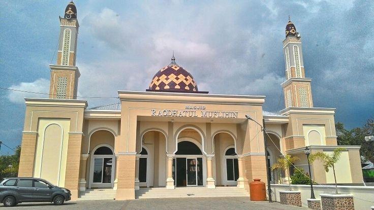 Raodhatul Muflihin Mosque in Pangkep, South Sulawesi.