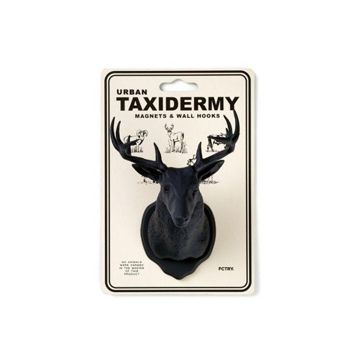 Lescrochets Taxidermie Urbaine possèdent des aimants et crochets muraux. Arborez-vos plus beau trophée de chasse en y accrochant vos clés, bijoux et petits objets!