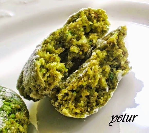 Adanada gazipaşa cad. Mado pastanesinin meşhur fıstıklı koko kurabiyeleri vardır ve çok lezzetlidir bu tarif o kurabiyelere hemen he...