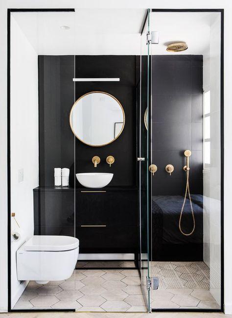 Schwarz gerahmte Dusche ist dramatisch und schicke…