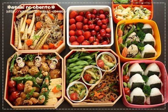 日本人のごはん/お弁当 Japanese meals/Bento 行楽弁当 Japanese bento for a family, for a school sports festival.