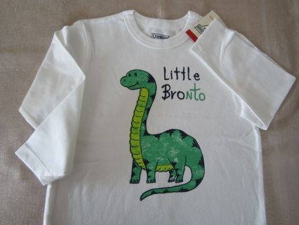 """NEW with tag! Isn't he the cutiest Bronto ever? Funny OSHKOSH longsleeve tee for a sweet little man. Size 5T Measurements : width 38 cm, length 46 cm, sleeve length 37 cm For boy WT 37-42 lbs and HT 42-44.5"""" Code B032"""