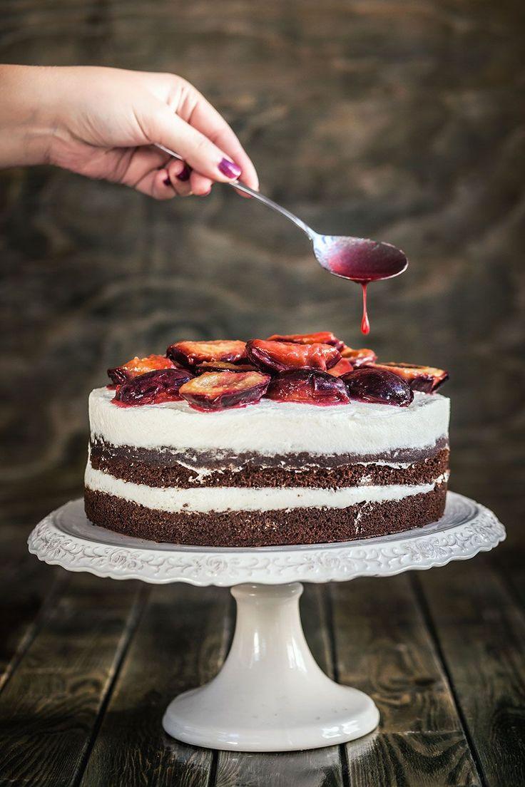 Lahodný moučník: Upečte si perníkový dort s tvarohem a švestkami!