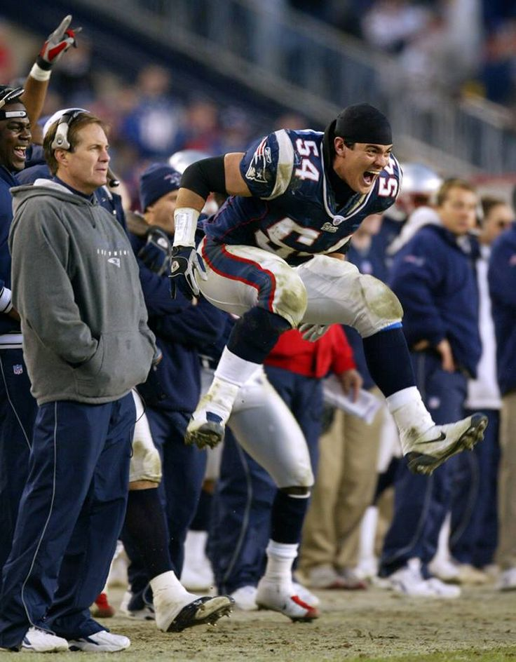 What a contrast! Tedy Bruschi is going nuts & Bill Belichick is cool as a cucumber! Lmbo