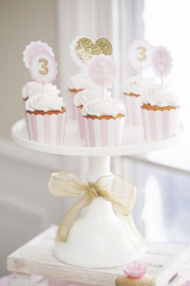 Pink and Gold themed birthday party via Kara's Party Ideas KarasPartyIdeas.com Printables, decor, cake, favors, cupcakes, food, banners, and more! #pinkandgoldparty #goldparty #pinkpartyideas #partystyling #girlpartyideas #eventplanning #karaspartyideas #partyideas (21)