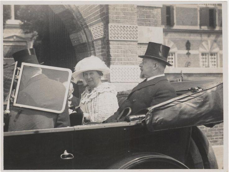 Koningin Wilhelmina en prins Hendrik, 1924. Collectie Regionaal Archief Rivierenland, Tiel