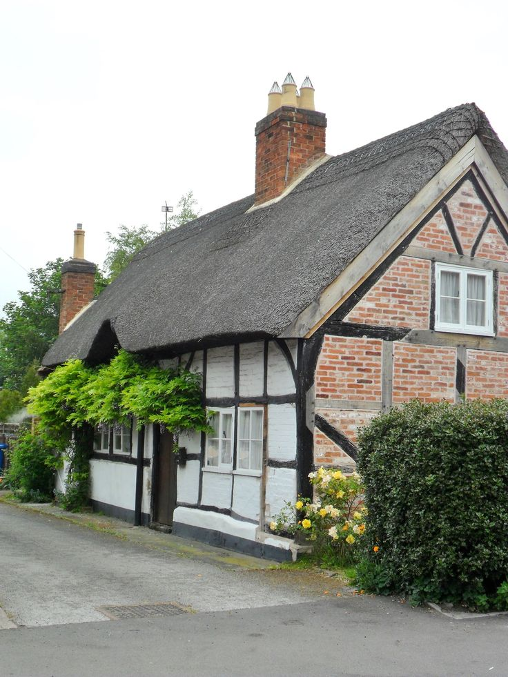 1000 images about in and around alrewas in staffordshire on pinterest note england and for - The thatched cottage ...