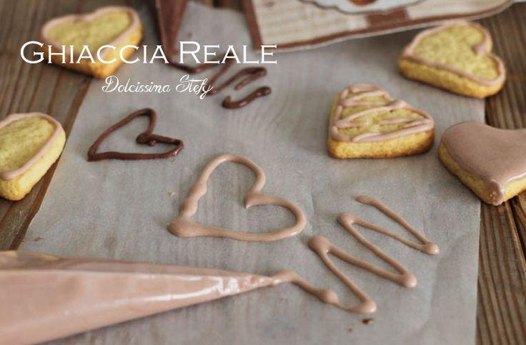 La Ghiaccia Reale è perfetta per decorare le vostre torte e biscotti che potrete regalare ai vostri amici e parenti nei periodi festivi con tanto amore :)