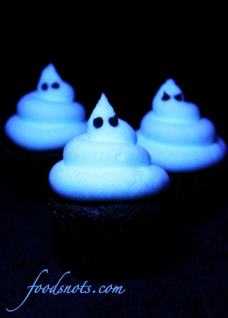 Glow in the Dark Cupcakes: Dark Cupcake, Frostings Recipe, Black Lights, Halloween Cupcake, Cupcake Frosting, Glow Cupcake, Ghoulish Glow, Tonic Water, Dark Frostings
